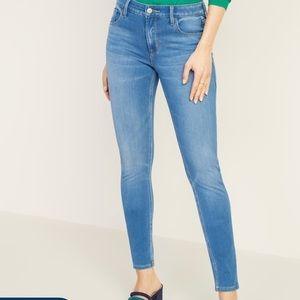 NWOT Old Navy Super Skinny Jeans Light Wash Size10